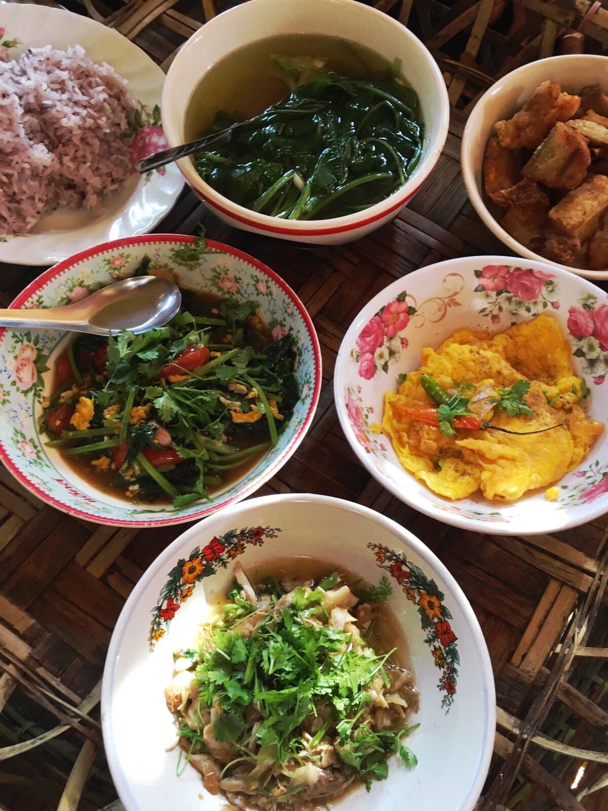 """Repas Thaïlandais préparé par Dédé au Homestay """"la maison""""-Province de Chiang Rai- Thaïlande du nord"""