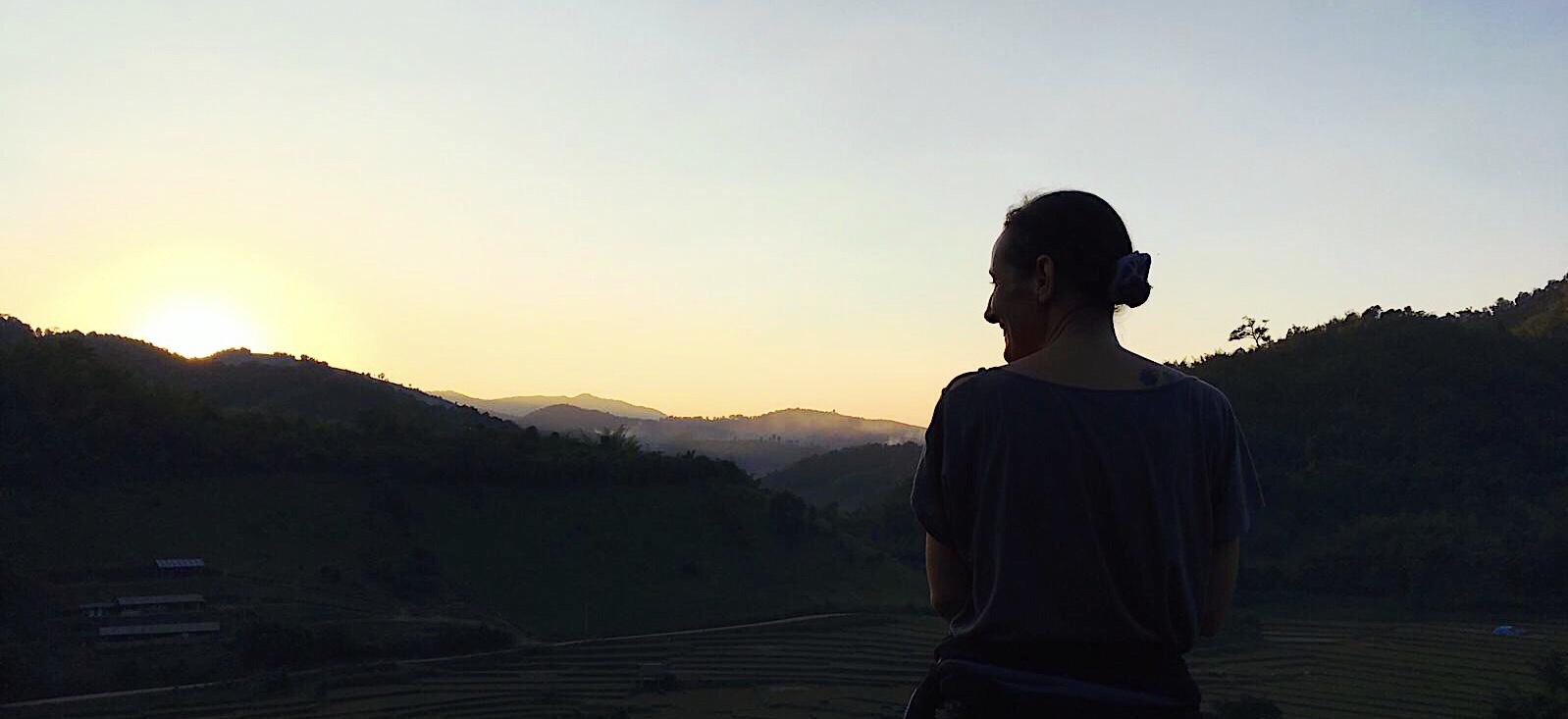 Coucher de soleil dans les montagnes du nord de la Thaïlande- Province de Chiang Rai